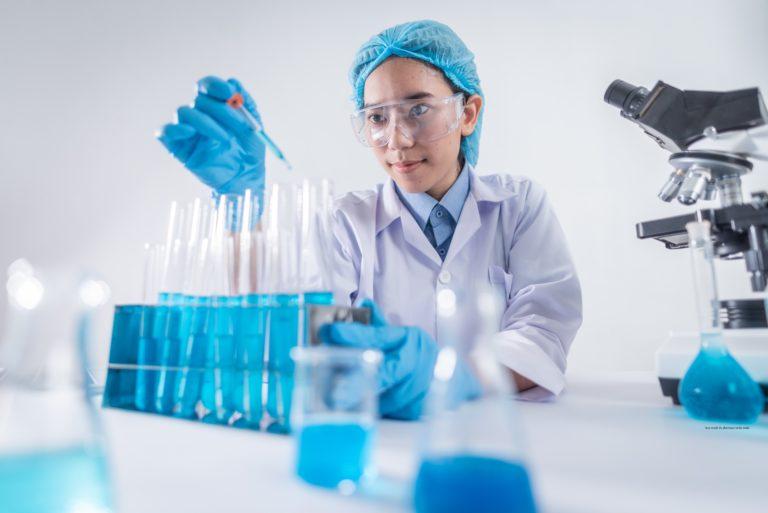 how much do pharmacy techs make image